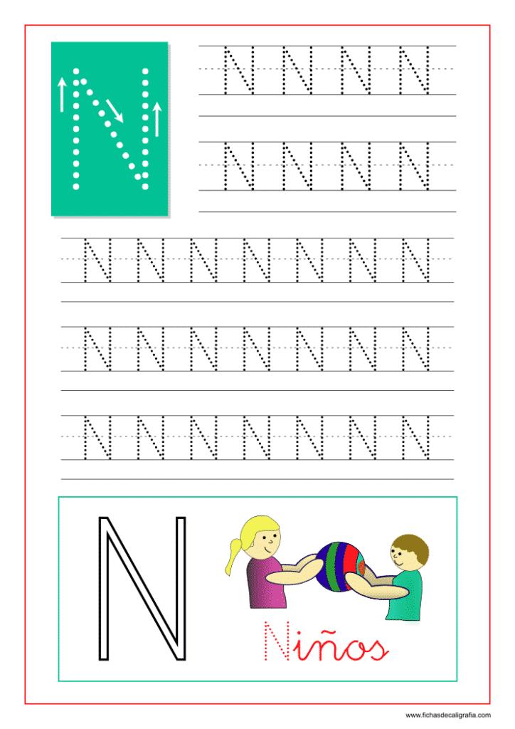 Ficha de caligrafía de la letra N del abecedario en mayúscula.